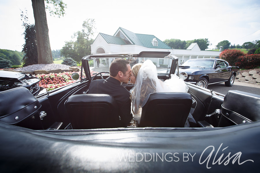 Bride and Groom Photos at Rolling Hills Country Club in McMurray, PA